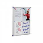 Vitrina para anuncios con puerta oscilante extraplana uso interior Nobo 1900846